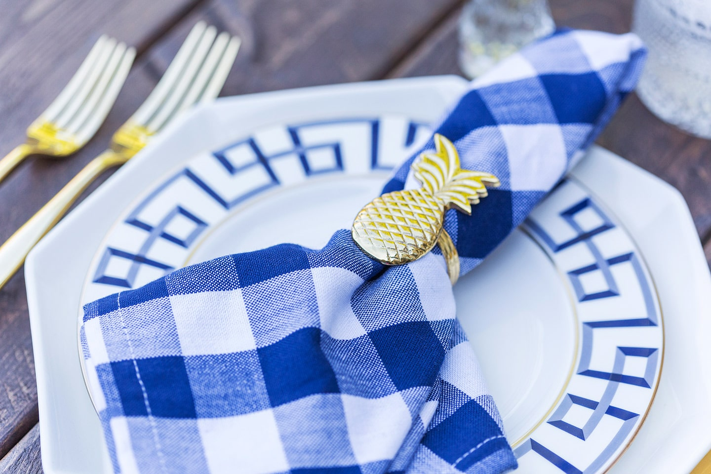 pineapple napkin ring and dinner party tablescape