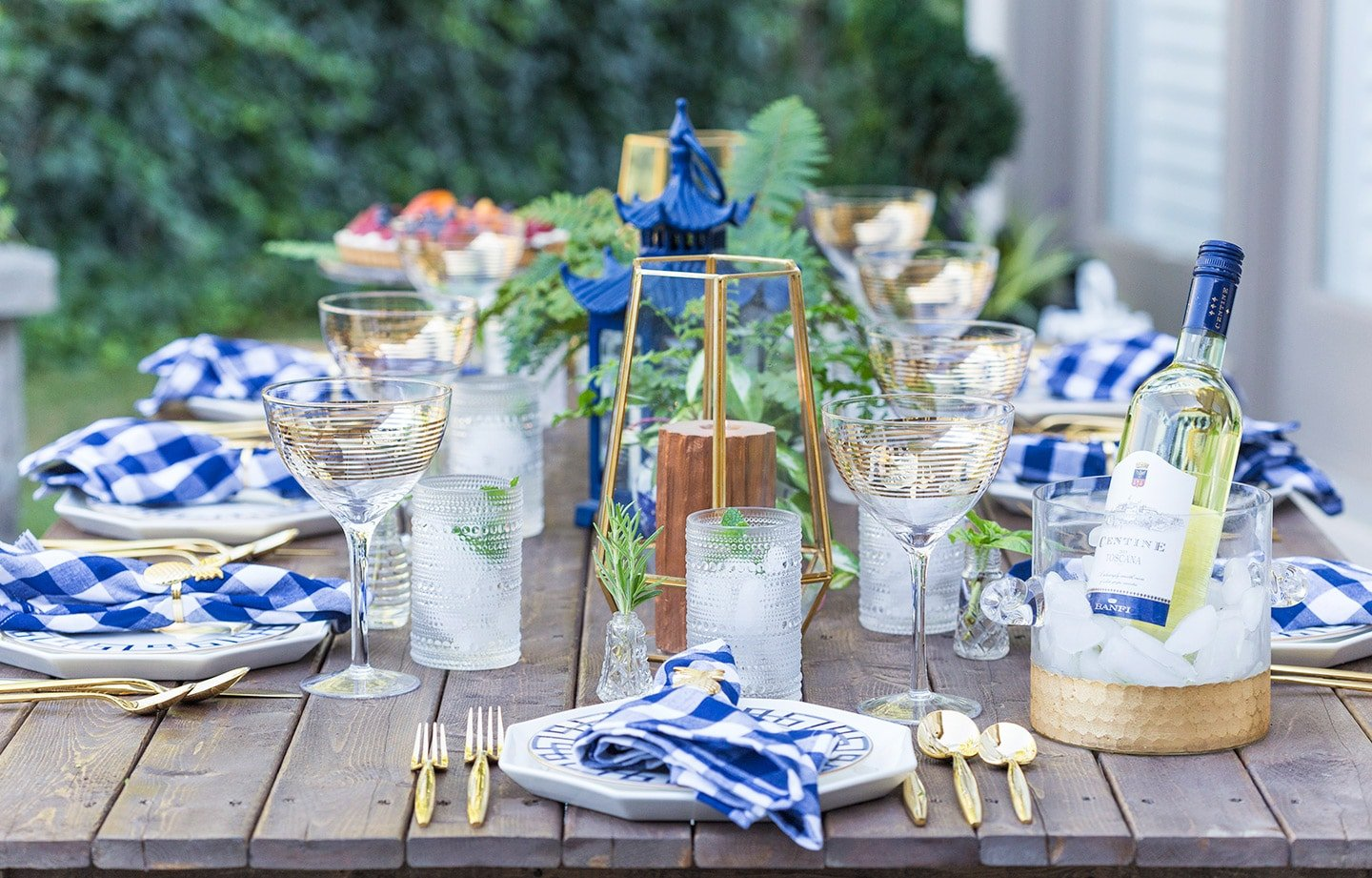 beautiful outdoor dinner party tablescape