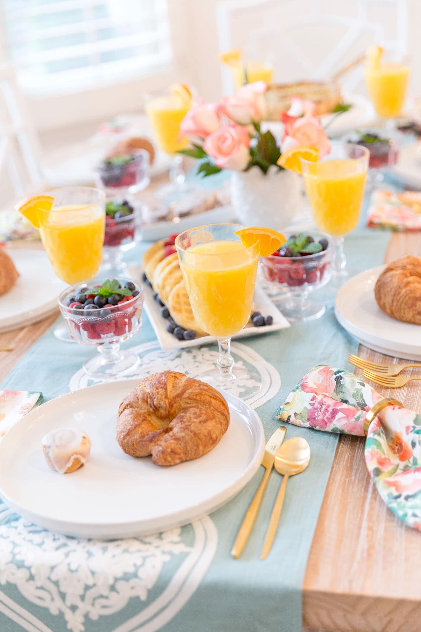 The secret to hosting an effortless yet elegant brunch!