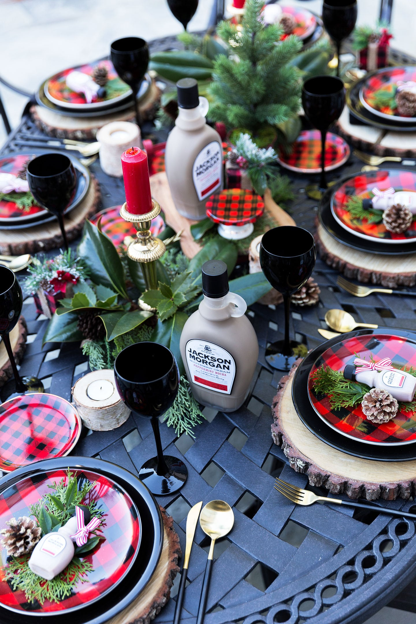 plaid christmas tablescape for the holidays #entertaining #christmasparty #placesetting