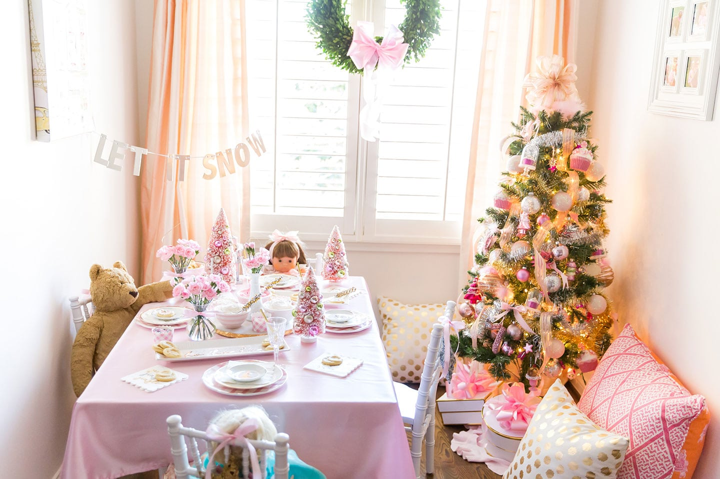 a pink little girl\'s christmas party