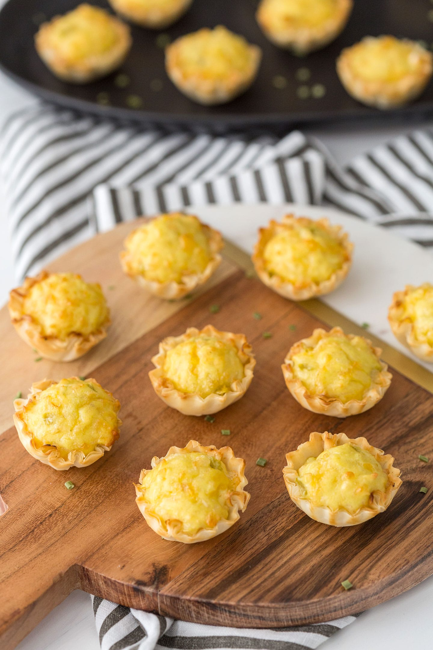 Green Chile Cheese Bites - Easy and Delish Appetizer Idea #appetizer #recipe #food
