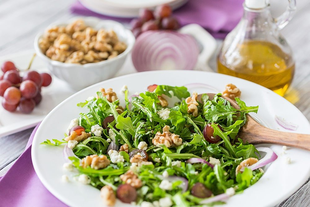 Easy arugula, walnut and fig balsamic salad!