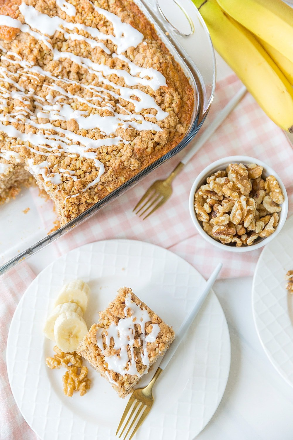 Banana Walnut Crumb Cake - Easy and delicious!