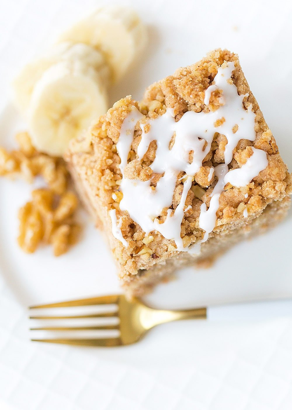 Banana Walnut Crumb Cake! Banana bread fans will love this recipe!