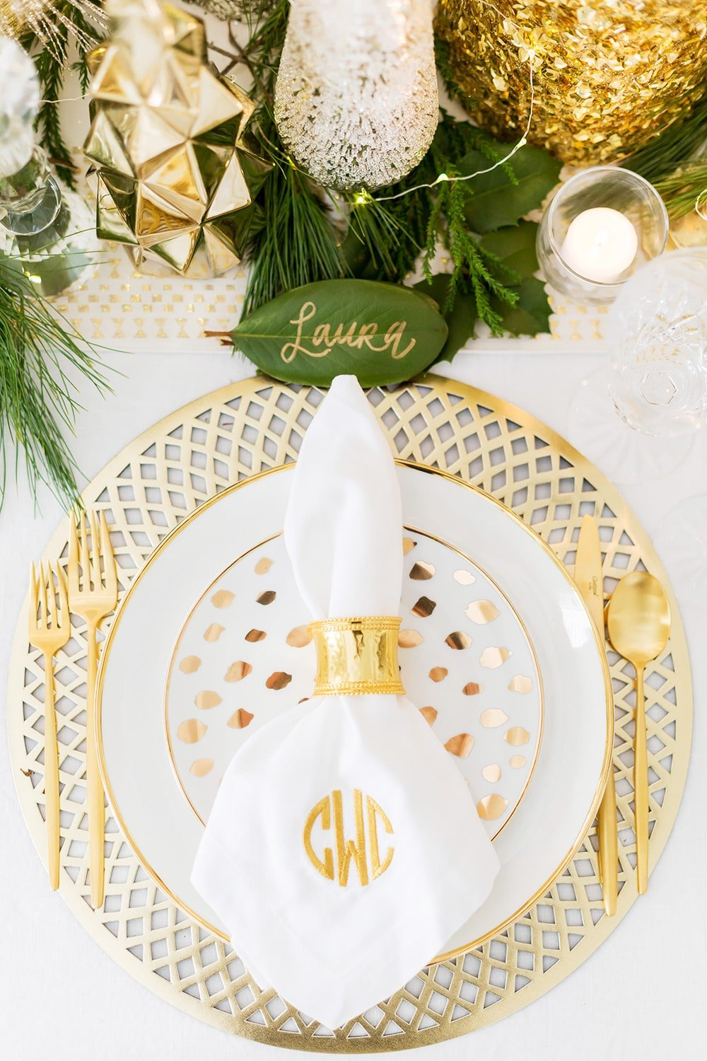 White and Gold Christmas Tablescape
