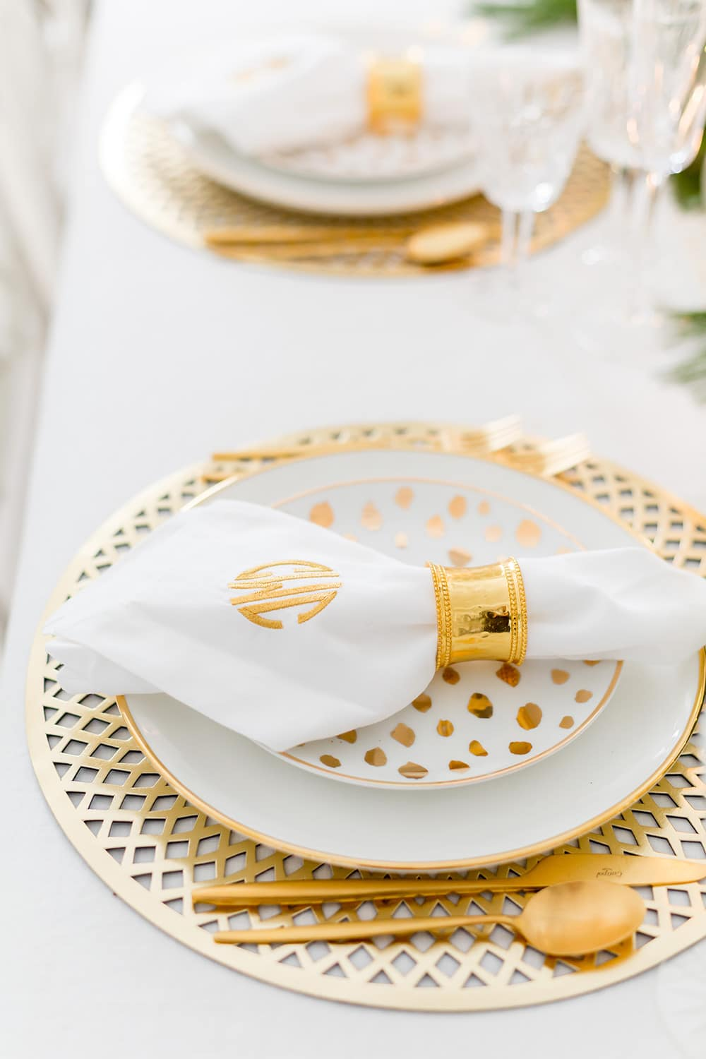 White and Gold Tablescape for Christmas