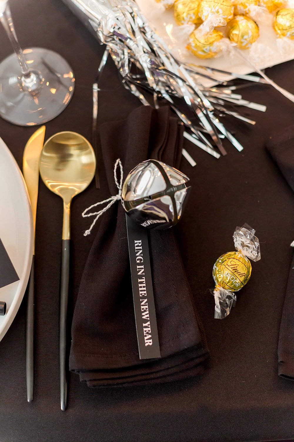Ring in the New Year Tablescape