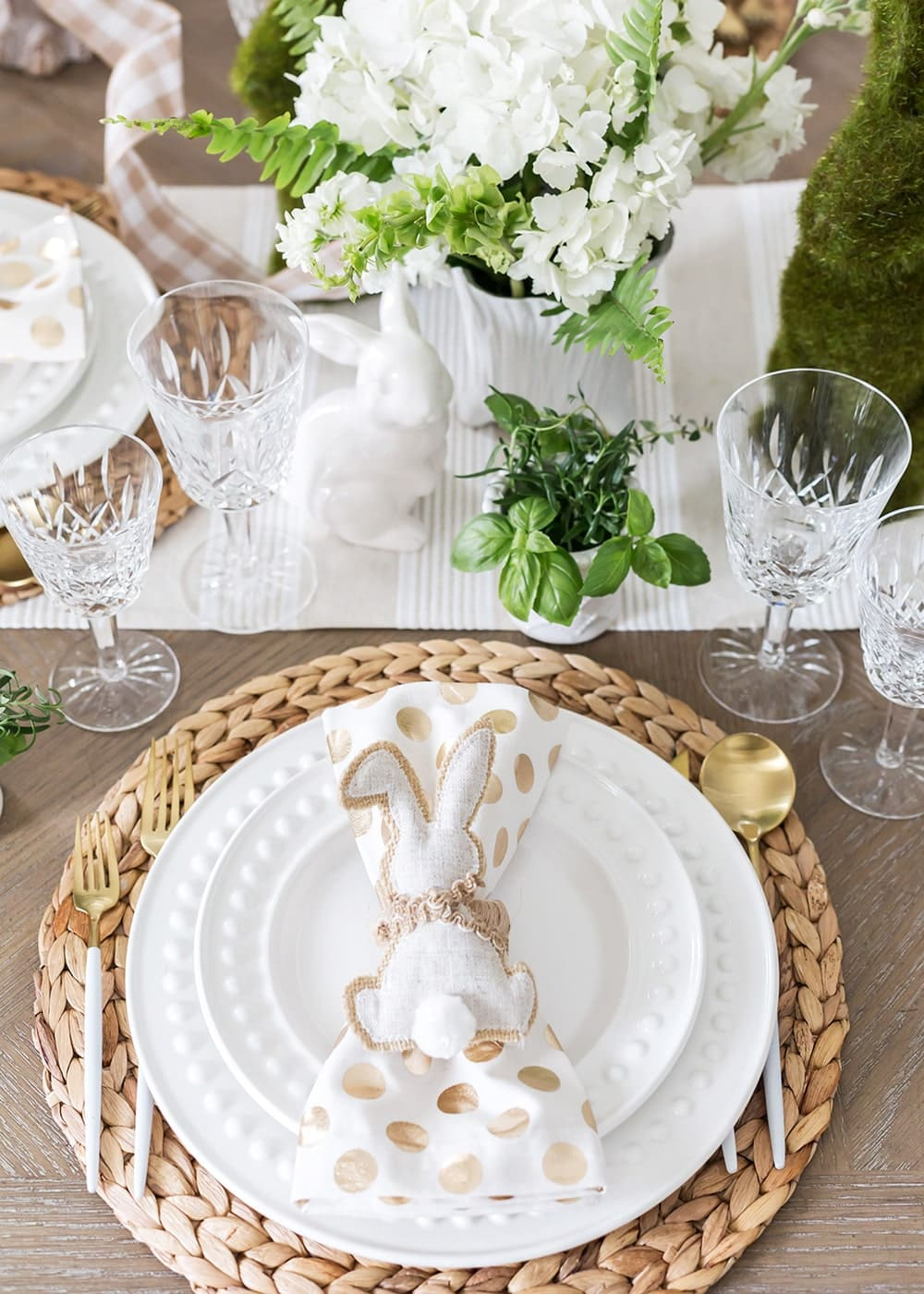 Neutral Easter Table Decor