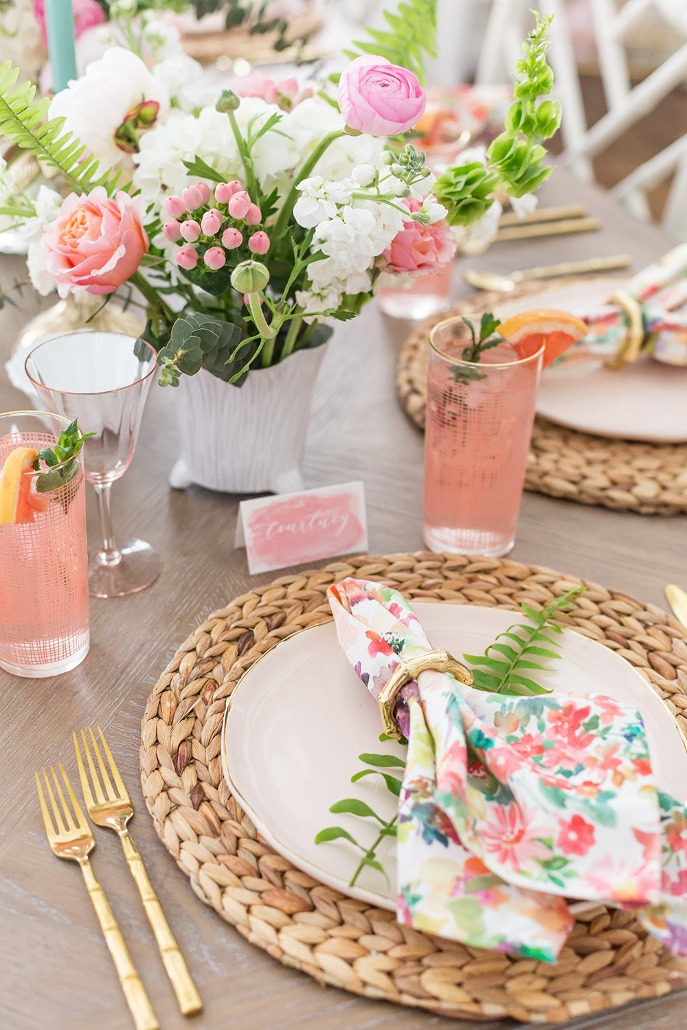 Pink Summer Tablescape