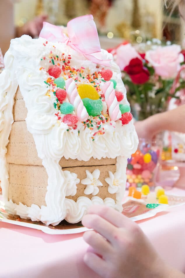 Decorate Gingerbread Houses