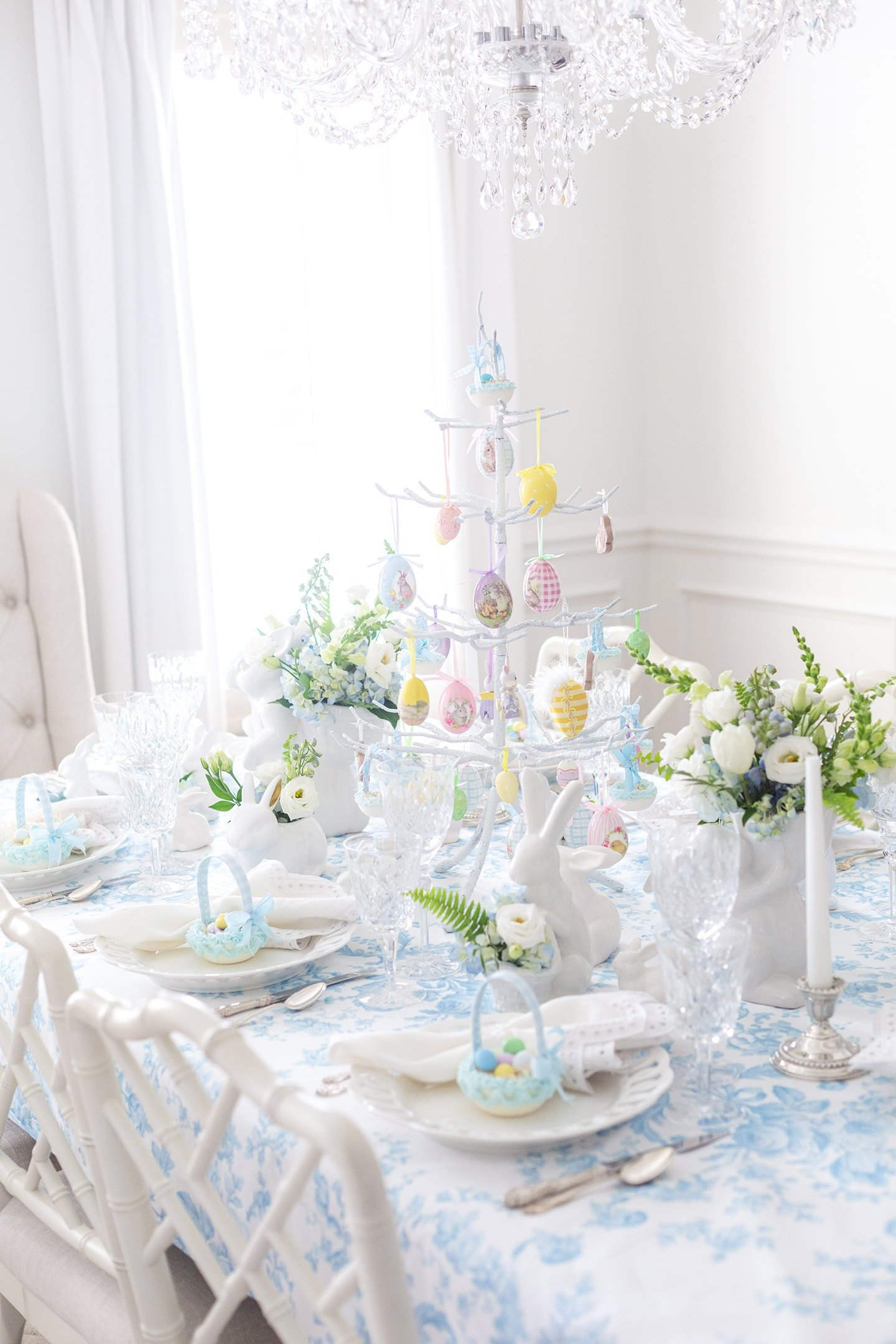 Classic Easter Table Decor